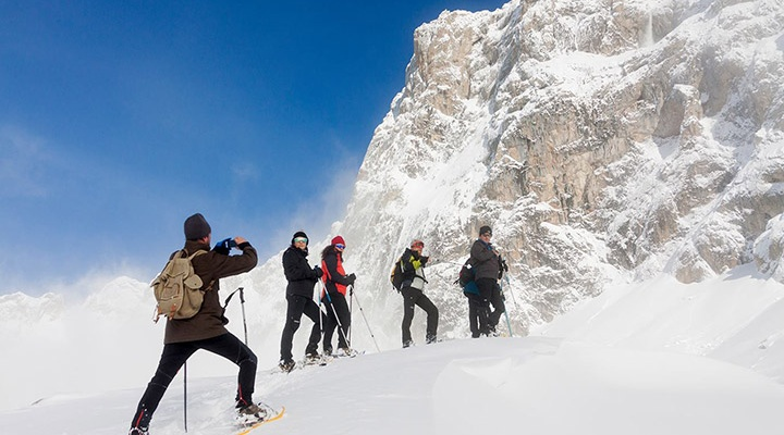 Ruta con raquetas de nieve en Picos de Europa