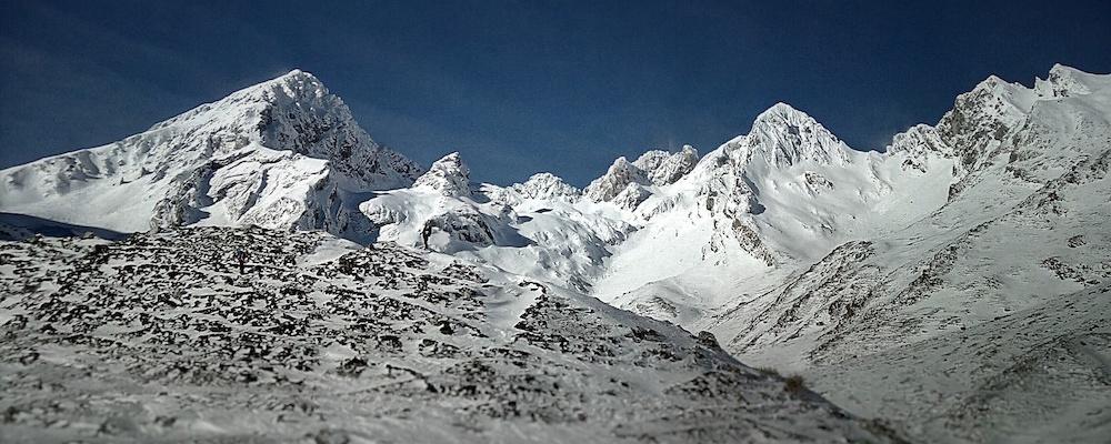 Macizo de Ubiña. Alpinismo invernal, raquetas de nieve, skimo