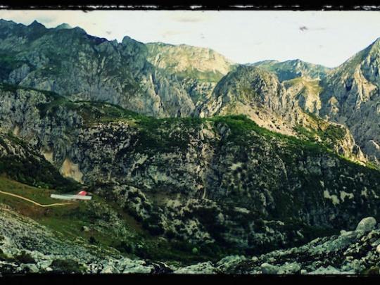 Desfiladero de La Hermida desde senda a Cueva Ciloña